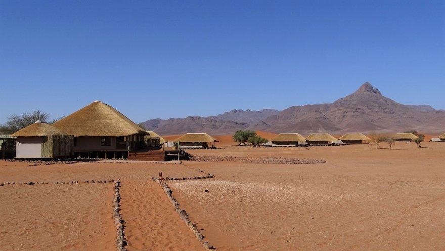 Namibia NamibRand Nature Reserve Kwessi Dunes Lodge Dünen Berge