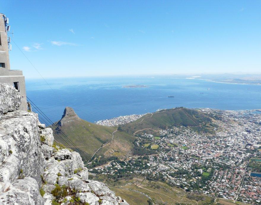 Blick vom Tafelberg auf den Lion's Head und Kapstadt